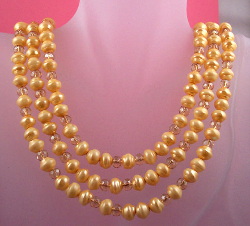 "N0274 -Eggnog Necklace - 3 Strands 17"" top strand - Click Image to Close"